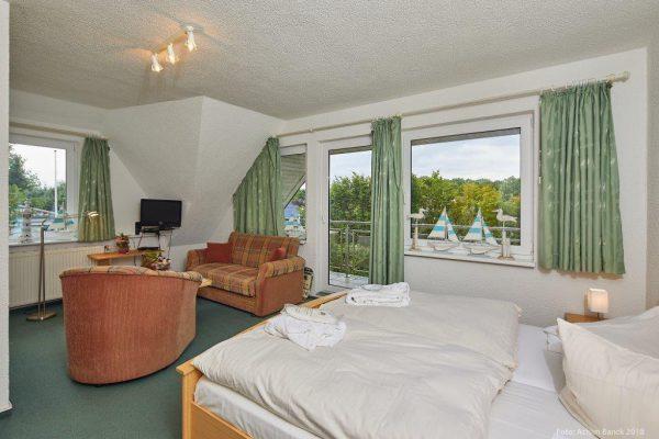 Gästezimmer Dependance Haus Dorfstraße mit Balkon
